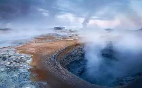 欧洲的冰岛是利用地热能的典型国家,那里一半以上的居民是靠地下热水